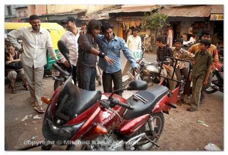 Hardik (left in black top) and a bunch of bystanders appreciate our bike