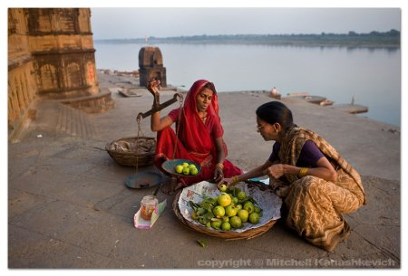 fruit-seller-narmada