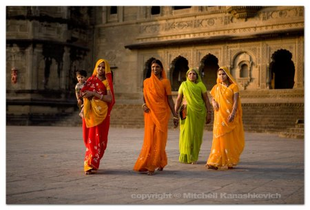 women-and-palace